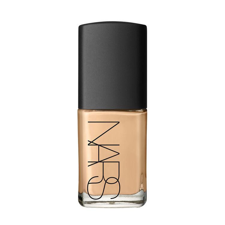 Base de maquillaje con brillo traslúcido, NARS Rostro