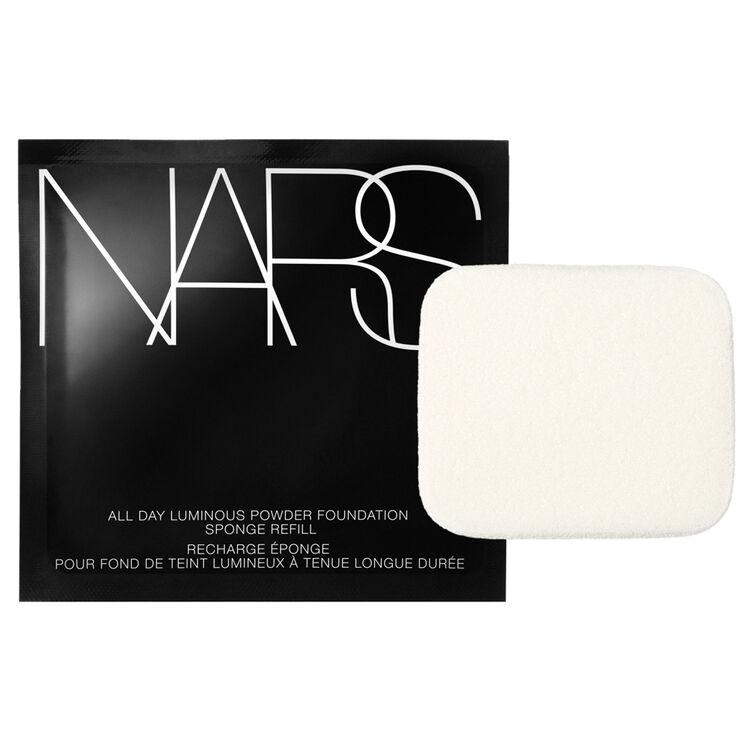 Base de maquillaje en polvo con esponja All Day Luminous, NARS Brochas pinceles y accesorios